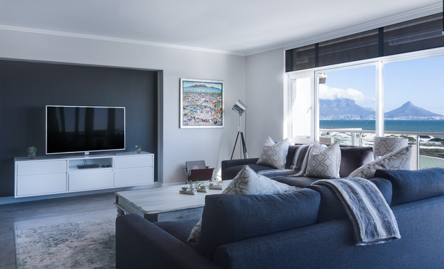 Salon moderne agrémenté d'un tableau splendide